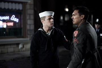 Ryan Phillippe e Adam Beach in una scena di Flags of Our Fathers