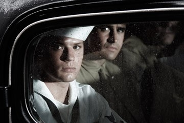Ryan Phillippe e Jesse Bradford in una scena di Flags of Our Fathers