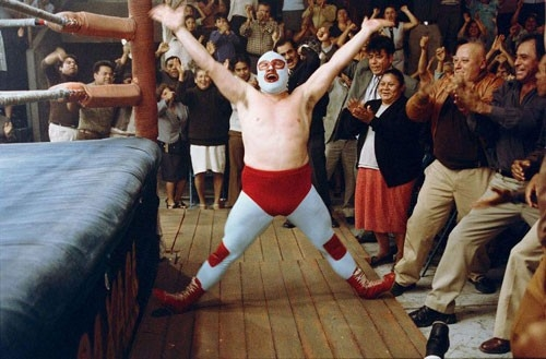 Jack Black si accinge a salire sul ring in una scena di Super Nacho