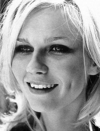 una splendida e sorridente Kirsten Dunst