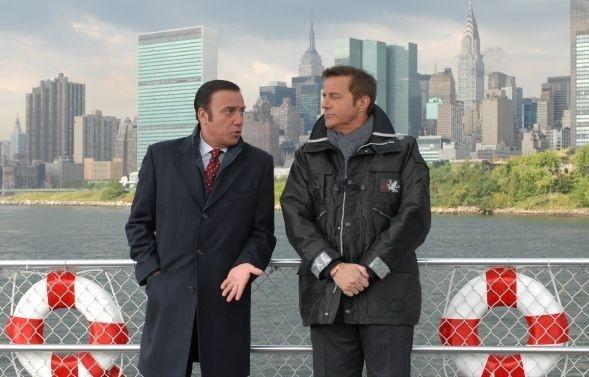 Massimo Ghini e Christian De Sica in una scena del film Natale a New York