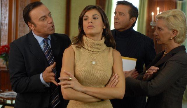 Massimo Ghini, Elisabetta Canalis e Christian De Sica in una scena del film Natale a New York