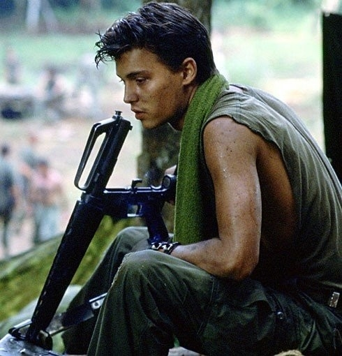 Johnny Depp in una scena di Platoon