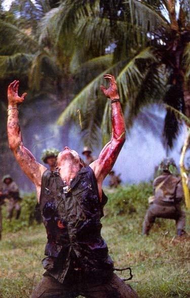 Una scena drammatica del film Platoon