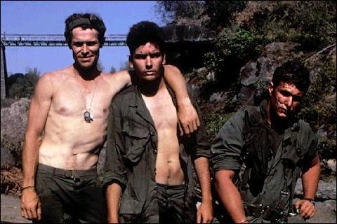 Willem Dafoe e Charlie Sheen in una scena di Platoon