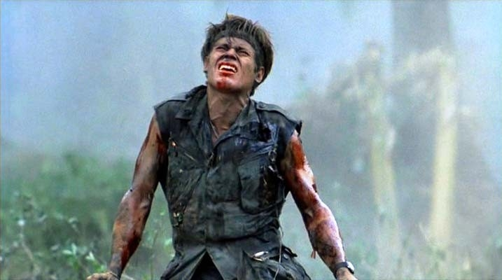 Willem Dafoe in una sequenza di Platoon