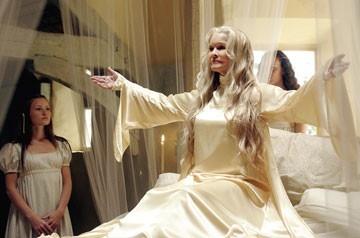 Ellen Burstyn in una scena del film The Wicker Man
