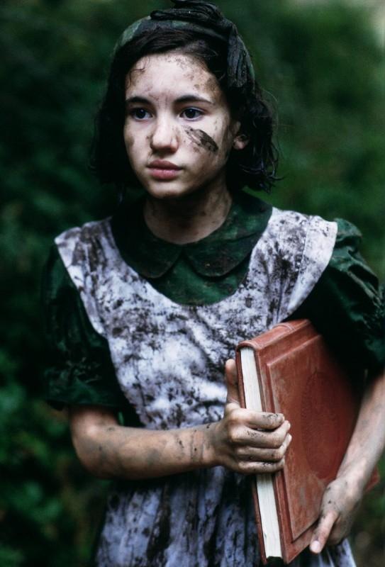 Ivana Baquero in  una scena del film Il labirinto del fauno