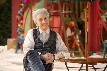 Martin Short in una scena della commedia natalizia Santa Clause è nei guai