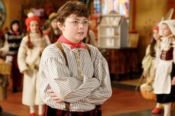 Spencer Breslin in una scena di Santa Clause è nei guai