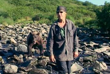 Timothy Treadwell in una scena del documentario Grizzly Man