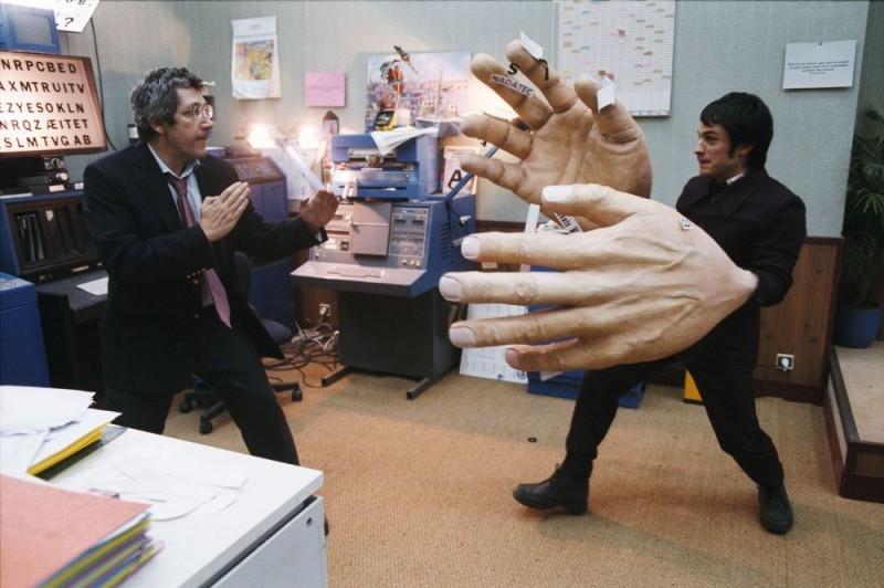 Alain Chabat e Gael García Bernal in una sequenza del film L'arte del sogno