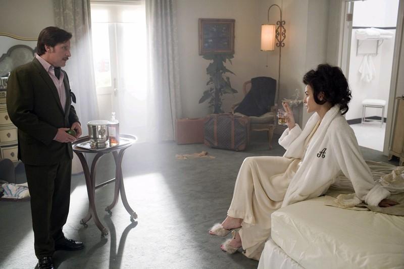 Emilio Estevez e Demi Moore in una scena di Bobby