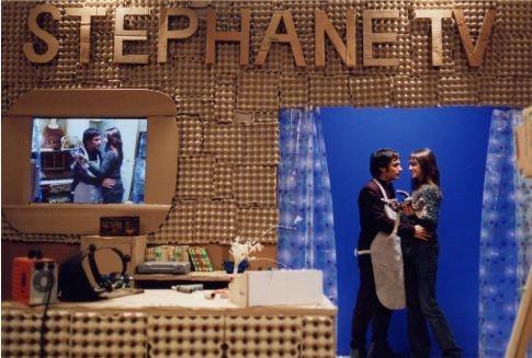 Gael García Bernal con Charlotte Gainsbourg in una scena del film L'arte del sogno