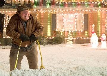 Danny DeVito in una scena del film Conciati per le feste