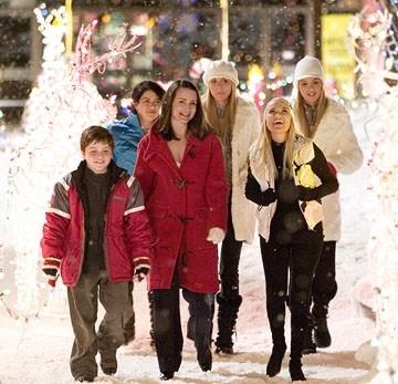 Dylan Blue, Alia Shawkat, Kristin Davis, Sabrina Aldridge, Kristin Chenoweth e Kelly Aldridge in una scena del film Conciati per le feste