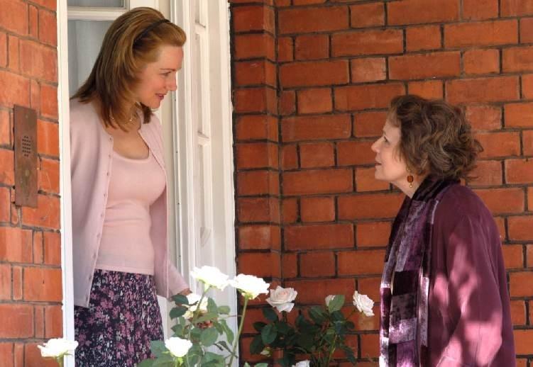 Laura Linney e Julie Walters in una scena del film  film In viaggio con Evie - Driving Lessons
