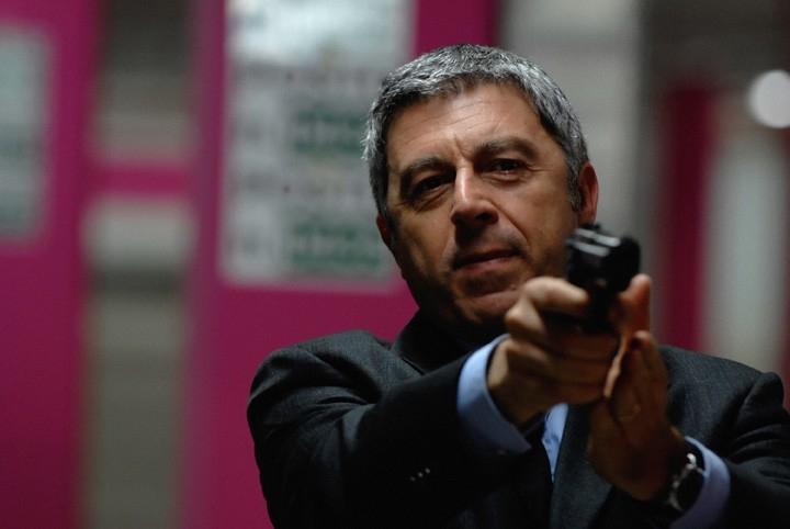 Antonio Catania in una scena di 'Troppi equovoci' della serie 'Crimini'
