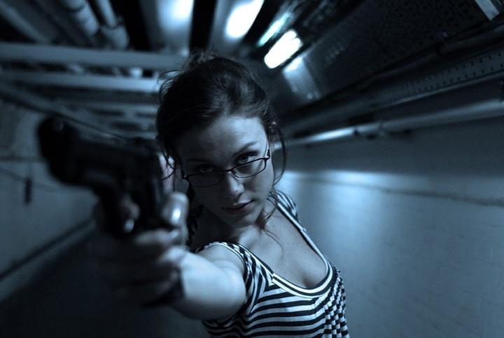 Gabriella Pession in una scena d'azione del film TV Rapidamente