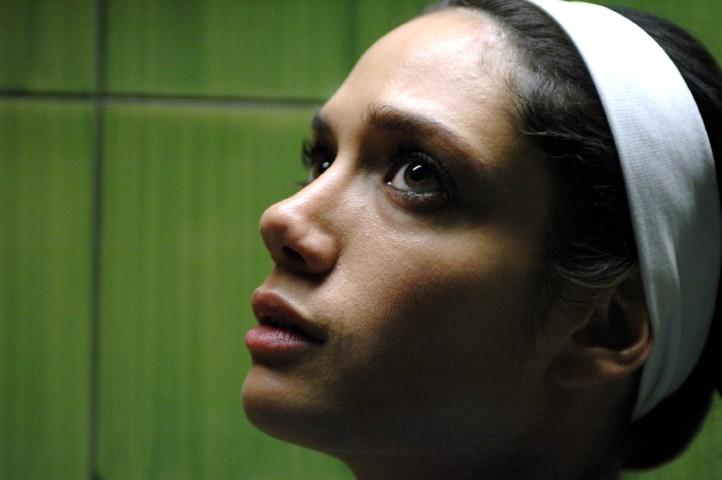Un primo piano di Samuela Sardo in 'Terapia d'urto' episodio della serie Crimini