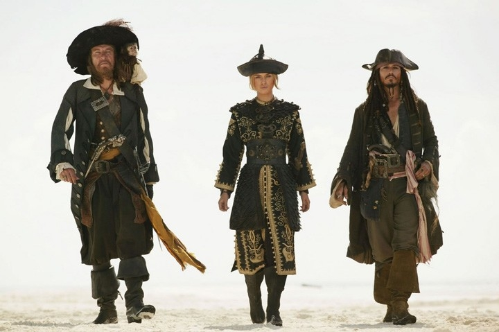 Geoffrey Rus, Johnny Depp e Keira Knightley in una scena di Pirates of the Caribbean: At Worlds End