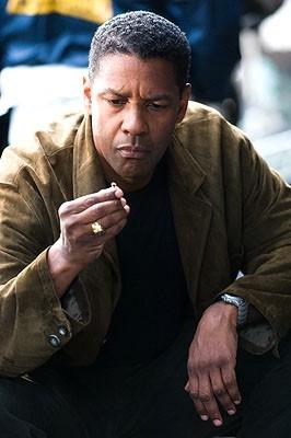 Denzel Washington in una immagine di Deja Vu - Corsa Contro Il Tempo