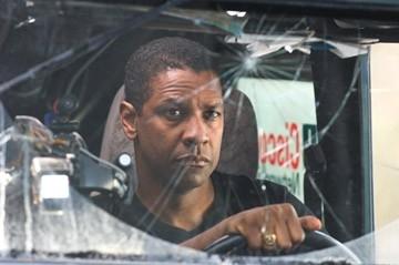 Denzel Washington in una scena del film Deja Vu - Corsa Contro Il Tempo