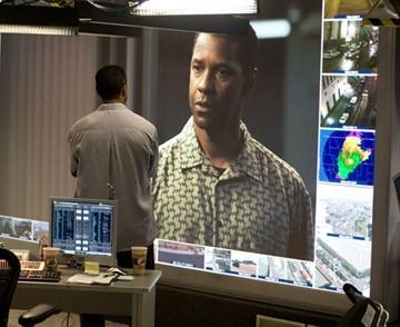 Denzel Washington è il protagonista di Deja Vu - Corsa Contro Il Tempo