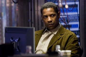 Denzel Washington in una scena di Deja Vu di di Tony Scott