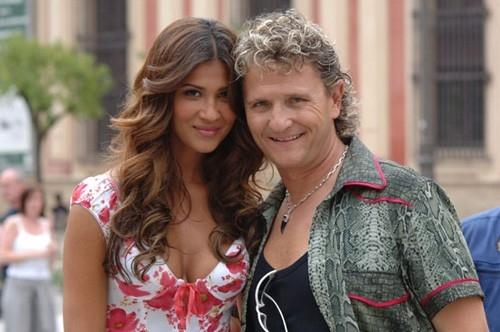 Francesca Lodo ed Enzo Salvi in una sequenza di Olè