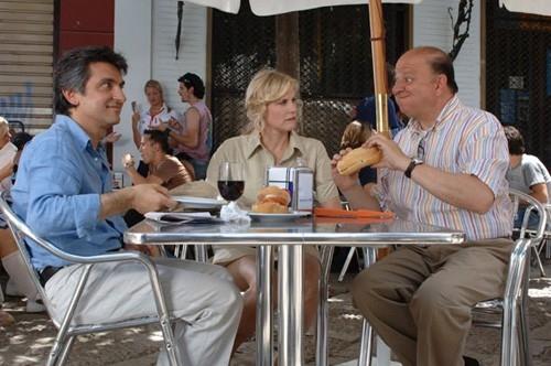 Vincenzo Salemme e Massimo Boldi in una scena di Olè