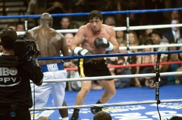 Sylvester Stallone sul ring nei panni di Rocky Balboa
