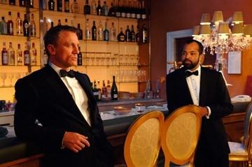 Daniel Craig e Jeffrey Wright in una scena del film Casino Royale