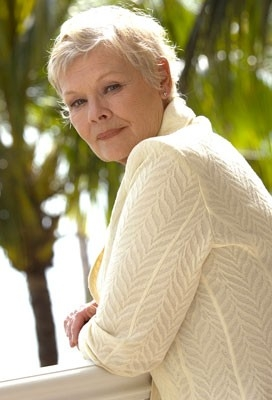 L'affascinante Judi Dench in una scena del film Casino Royale