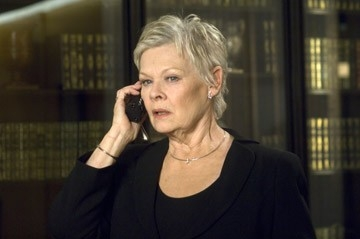 Judi Dench in una scena del film Casino Royale