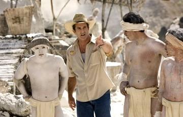 Mel Gibson sul set del suo film Apocalypto