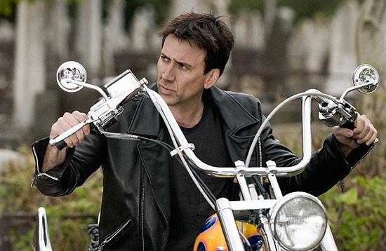 Nicolas Cage in una sequenza di Ghost Rider