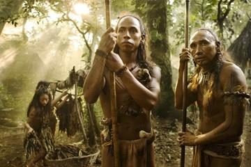 Rudy Youngblood e Morris Birdyellowhead in una scena del film Apocalypto