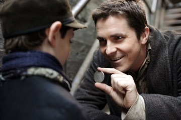 Anthony DeMarco e Christian Bale in una scena di 'The Prestige'