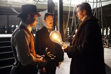 Hugh Jackman, David Bowie e Andy Serkis in una scena di 'The Prestige'