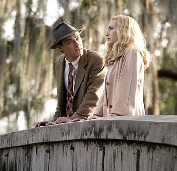 Kate Winslet e Jude Law in una scena del film Tutti gli uomini del re