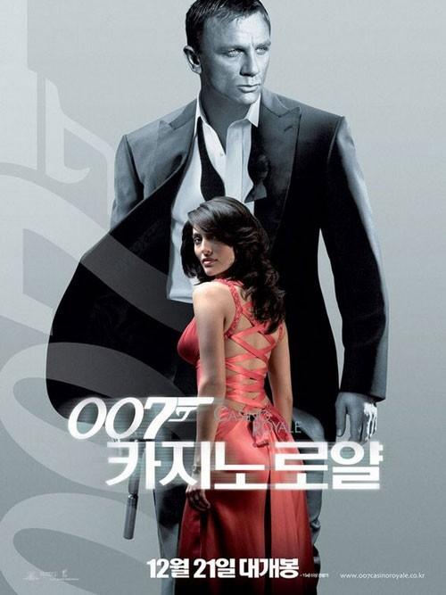 La locandina giapponese di Casino Royale con Daniel Craig e Caterina Murino