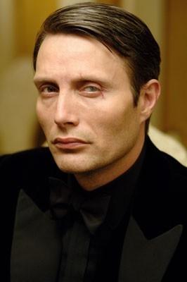 Mads Mikkelsen in una scena del film Casino Royale