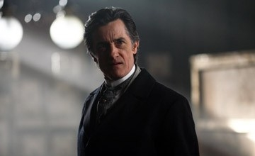 Roger Rees in una scena di 'The Prestige'