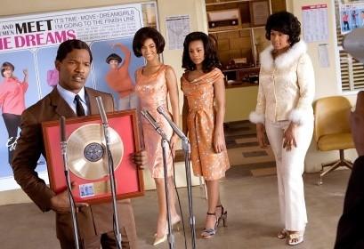 Jamie Foxx; Beyoncé Knowles, Anika Noni Rose e Jennifer Hudson in una scena di Dreamgirls