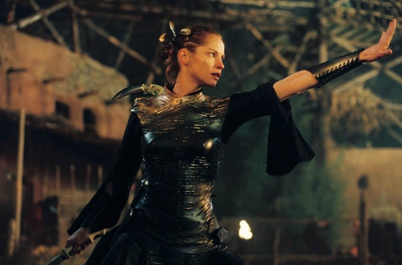 Sienna Guillory in una sequenza di Eragon