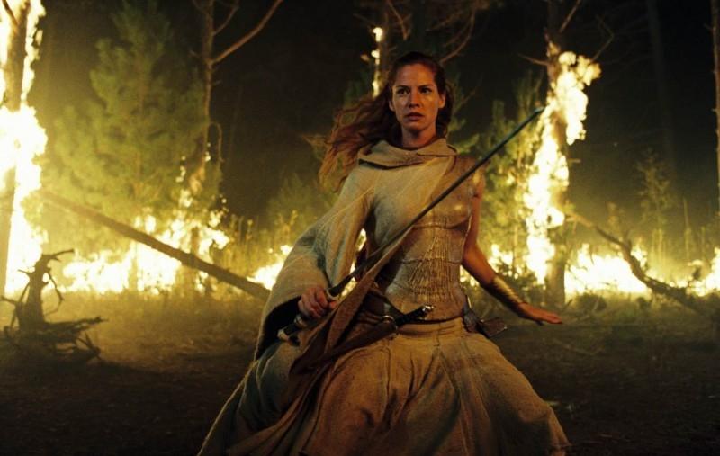 Sienna Guillory in una scena del fantasy Eragon