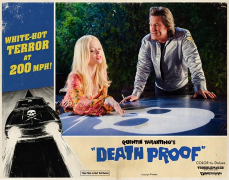 Kurt Russell e Rose McGowan in una lobbycard promozionale realizzata per Death Proof, uno dei due episodi di Grind House