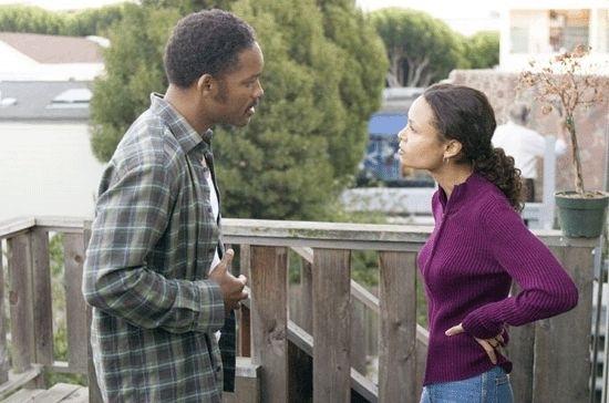 Thandie Newton e Will Smith in una scena del film La ricerca della felicità