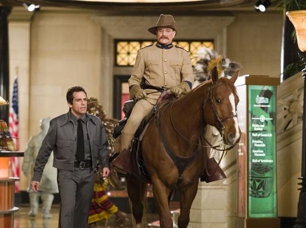 Ben Stiller con Robin Williams in una scena del film Una notte al museo